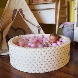 Cette piscine à balles KiddyMoon est conçue pour les bébés et les jeunes enfants