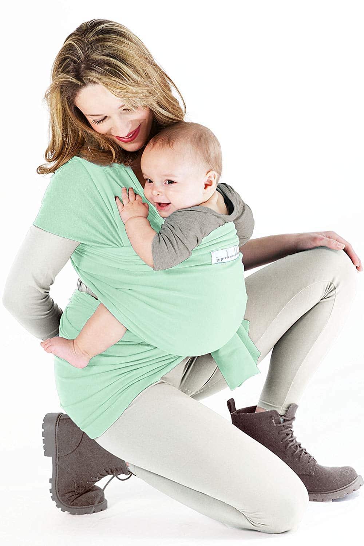 Je Porte Mon bébé est un écharpe de portage qui permet à maman d'avoir les mains libres tout en portant bébé.