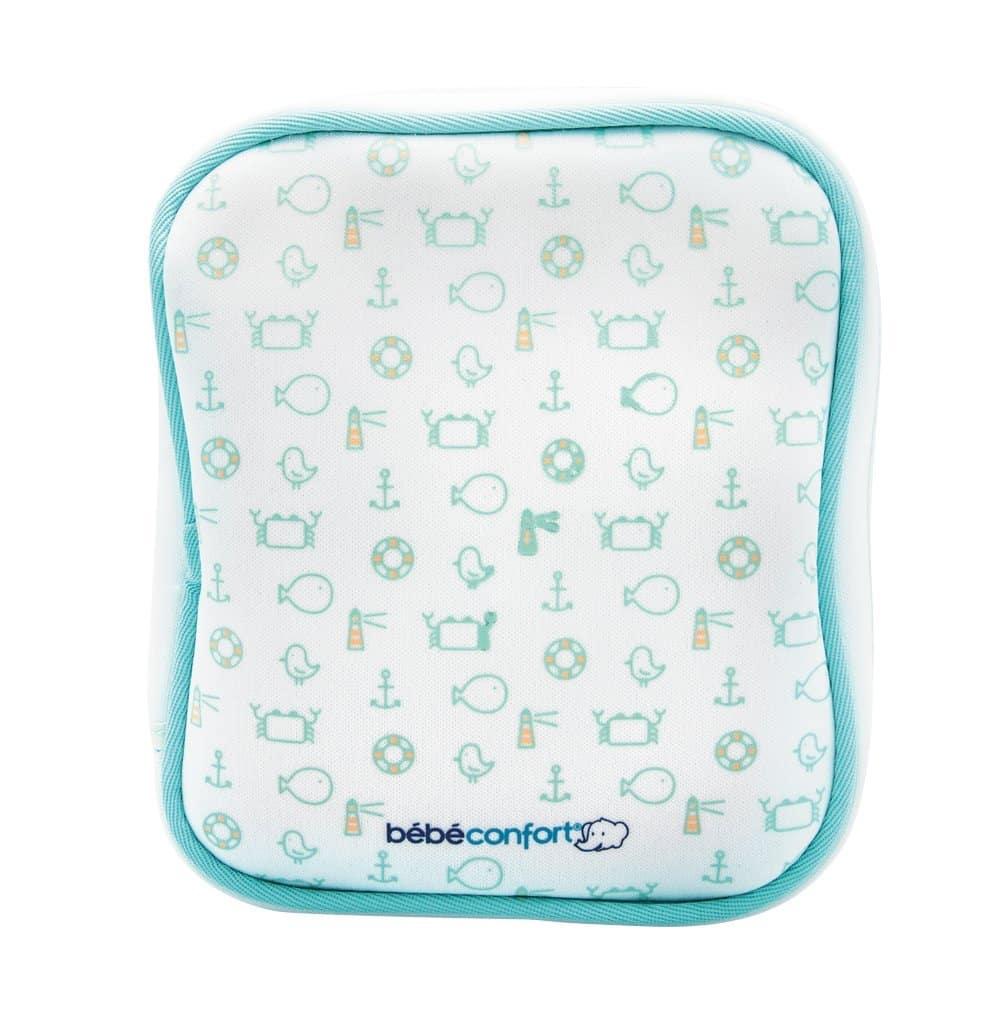 Le Bébé Confort Trousse De Toilette Pour Bébé est facile à emporter.