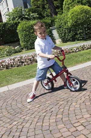 La Chicco Draisienne Rouge ressemble à une vraie bicyclette