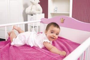 ce babyphone s'intègre discrètement au décor de la chambre de bébé